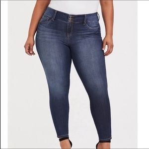 Torrid | three button fly skinny jeans | size 18